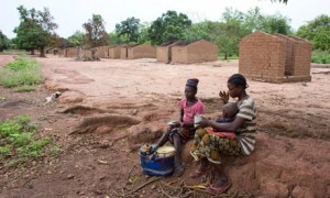 MDG : CAR : houses burned and looted by rebels during coup d'etat in Central African Republic